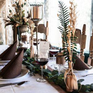 Hochzeitstisch im rustikalen Stil