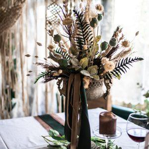 Großer Kelch mit verschiedensten Trockenblumen