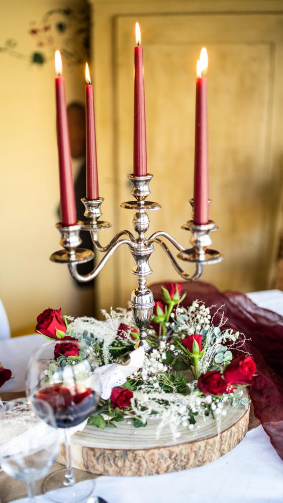 Sliberfarbener Kerzenständer