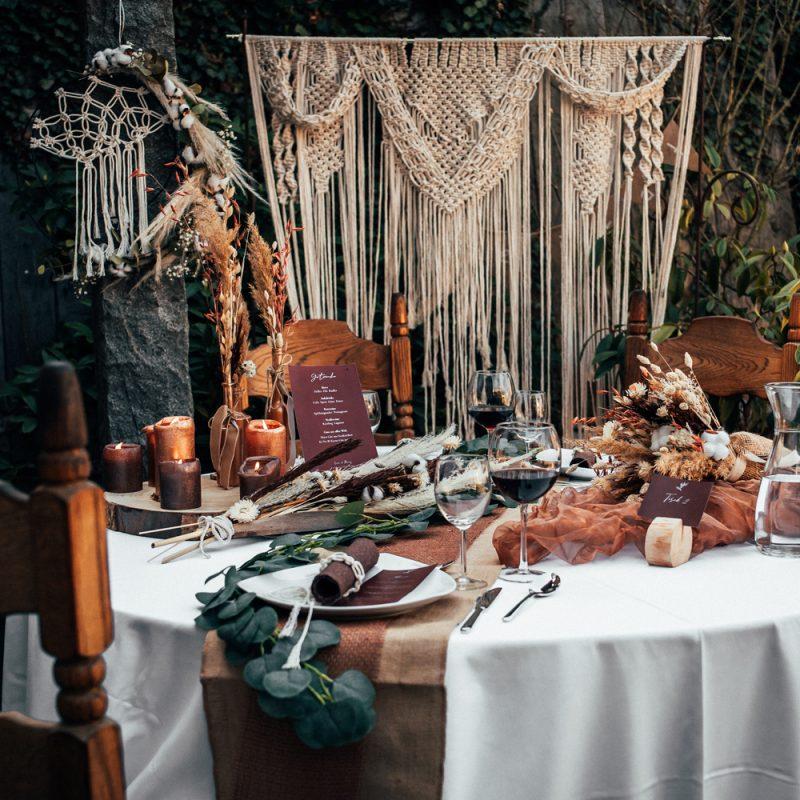 Hochzeitstisch im Boho-Stil